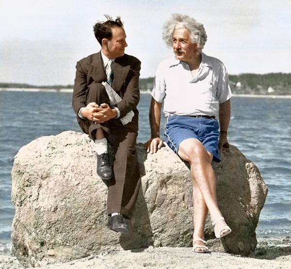Albert Einstein v léte 1939 v Nassau Pointu