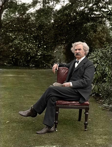 Mark Twain na zahradě v roce 1900