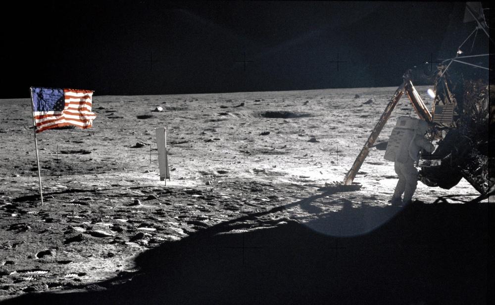 První fotografie z měsíce
